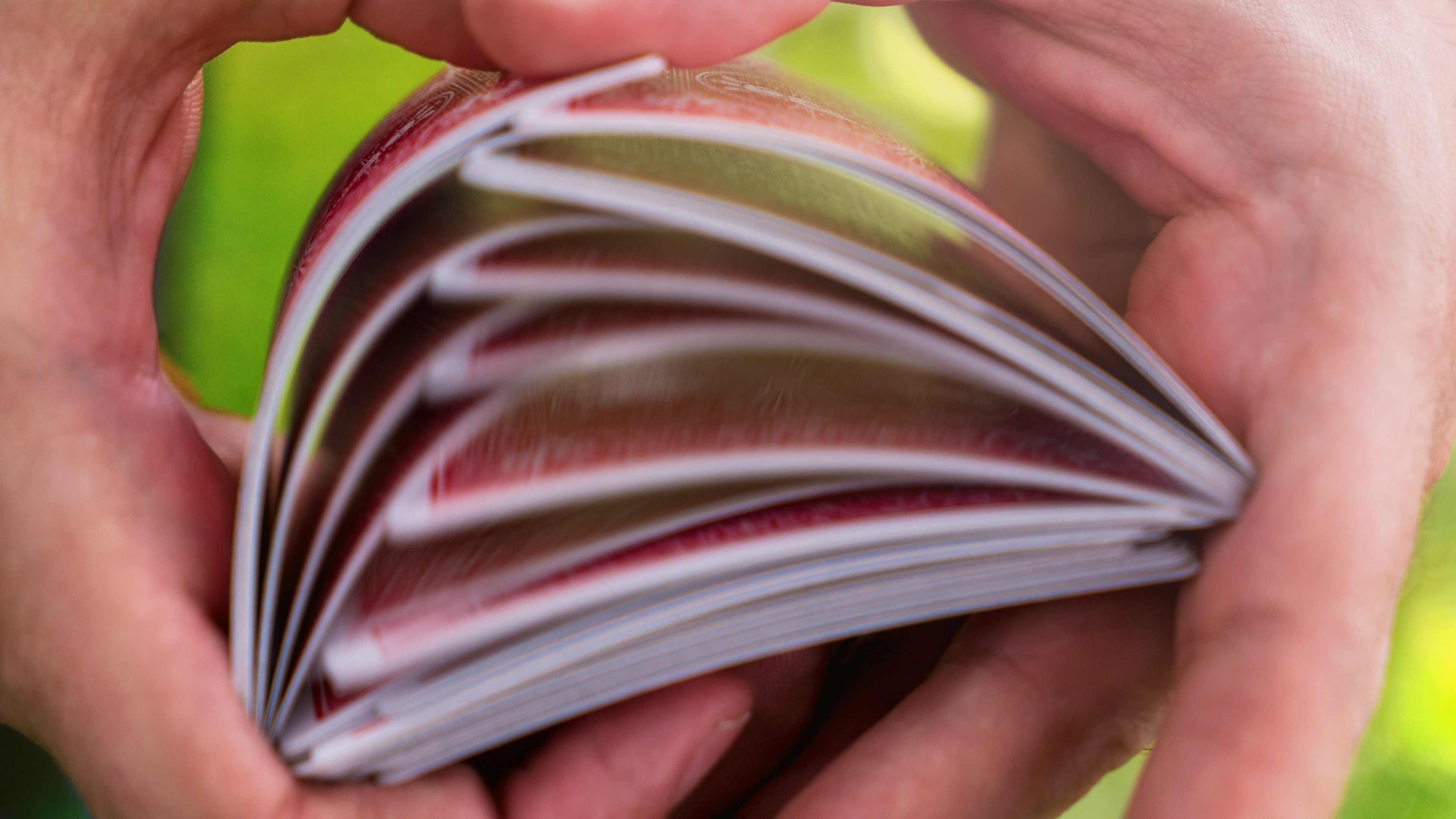 Cómo barajar las cartas de manera profesional Mezcla americana Riffle shuffle